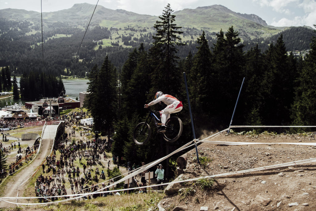 PM: UCI Downhill MTB Weltcup 2018 startet Live auf Red Bull TV mit ...